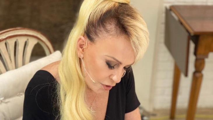 Ana Maria Braga exibe novo penteado no Mais Você e é comparada a Madonna
