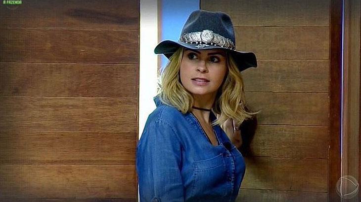Irritada, Ana Paula Renault ameaça deixar