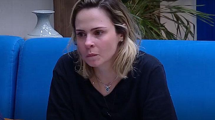 Ana Paula chora