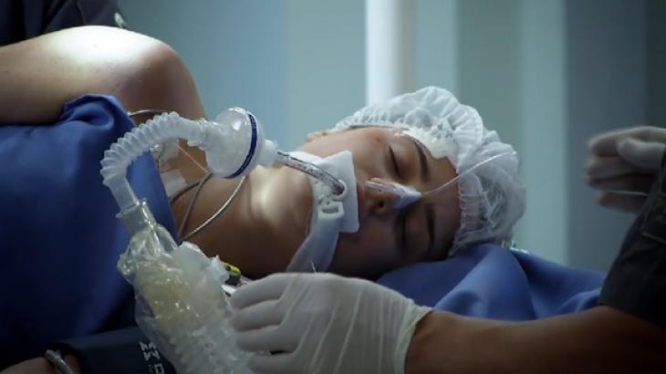 Ana em coma