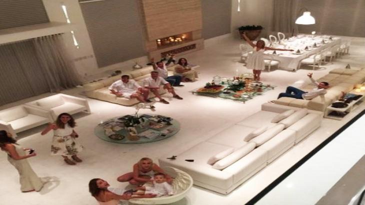 De praia privada a sala gigantesca: O luxo e as ostentações nas mansões dos famosos