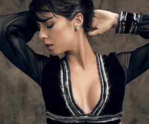 """Decotada, Andréia Horta diz: """"uma roupa conta um pouco sobre quem você é"""""""