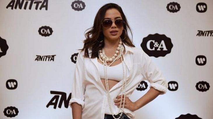 Tweet leva fãs de Anitta para loja em Manaus mas cantora vai a Maceió