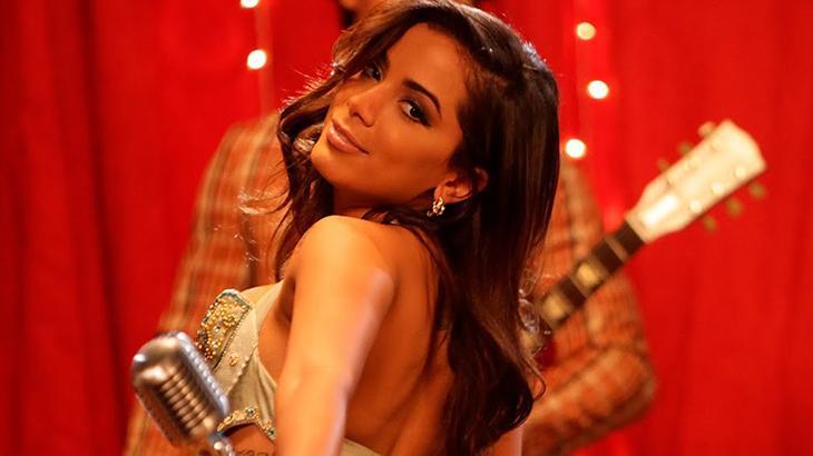 """Anitta revela fetiche picante de ex com outros homens na cama: """"Delícia"""""""
