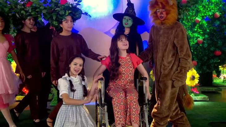 As Aventuras de Poliana tem musical de O Mágico de Oz e faz sucesso na web