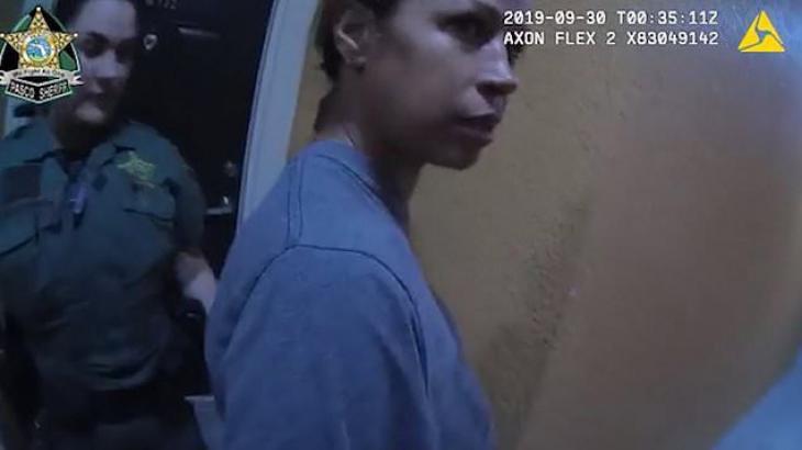 Atriz foi levada pela polícia - Reprodução