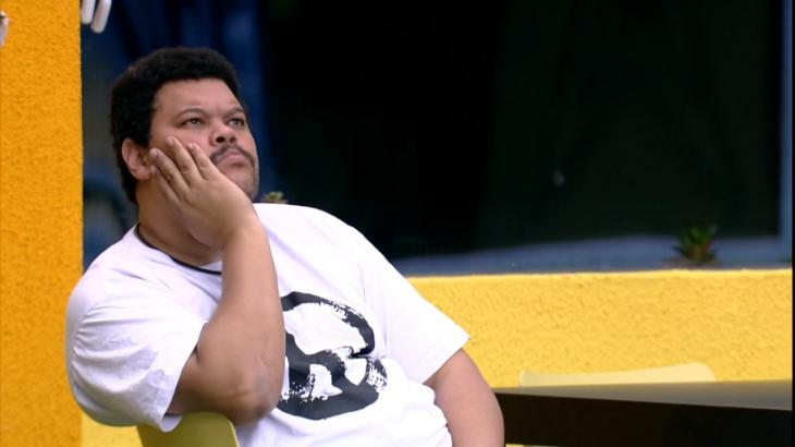 O ator Babu Santana tem analisado friamente o BBB20 - Foto: Globo