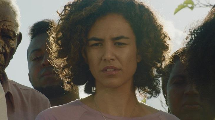 """Atriz de Bacurau, Bárbara Colen se prepara para estrear em novelas: """"Chance de aprender"""""""