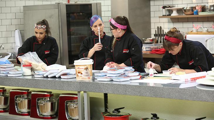 Os 16 concorrentes devem fazer suas melhores sobremesas na estreia