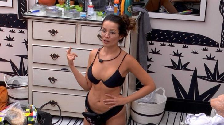 Juliette conversando no quarto cordel do BBB21