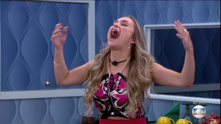 Carla Diaz gritando de felicidade no quarto secreto do BBB21