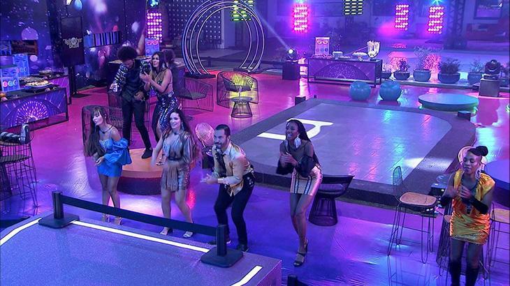 Qual cantora baiana se apresentou durante o Carnaval no BBB21?