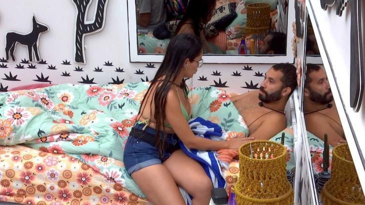 Juliette conversa com Gilberto no quarto cordel