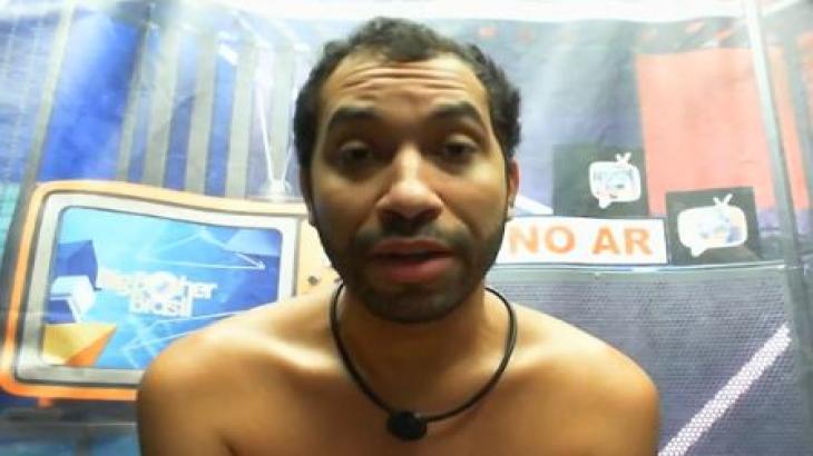 Gilberto está no confessionário gravando o raio-x do BBB21