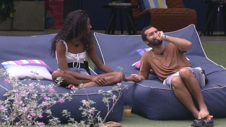 Gilberto chora e é tranquilizado por Camilla de Lucas no BBB21