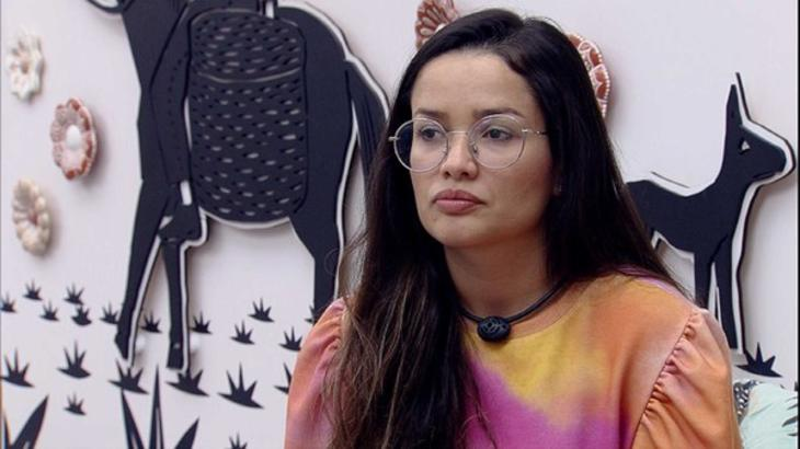 Juliette sentada no quarto cordel do BBB21