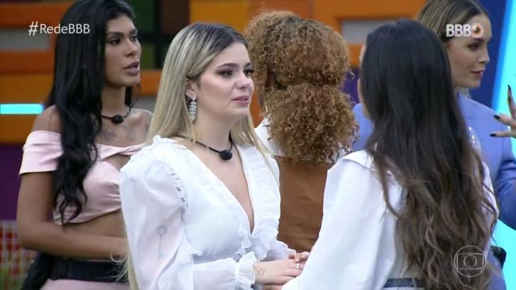 Viih Tube chorando de mãos dadas com Juliette conversando com a paraibana