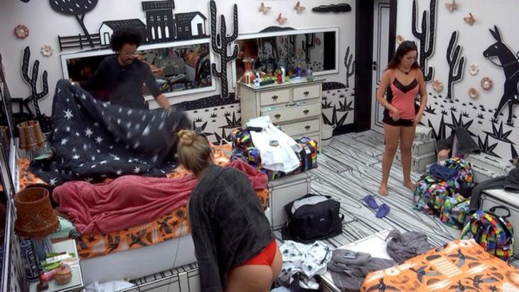 Viih Tube, Juliette e João Luiz se arrumando no quarto cordel