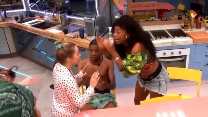 Lumena grita com Carla Diaz durante a Festa Herança no BBB21