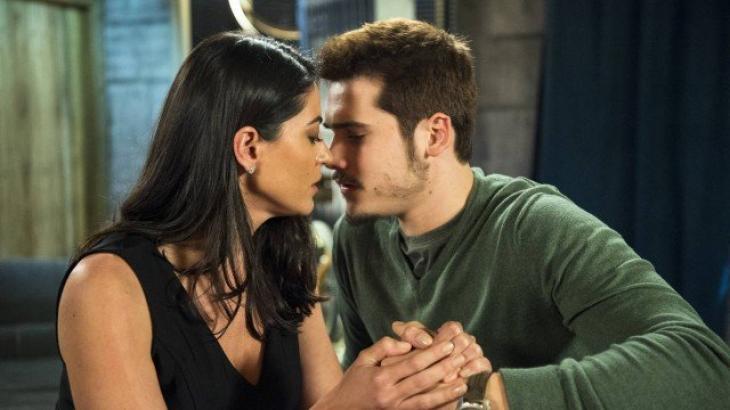O beijo entre Waleska e Samuca - Divulgação/TV Globo