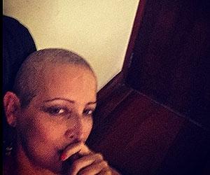 Em tratamento contra o câncer, Betty Lago posa de cabeça raspada