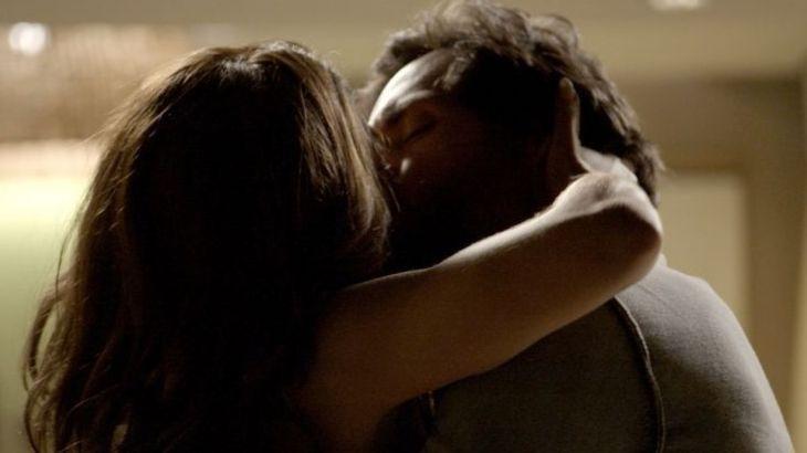 Bibi e Caio se beijando na boca