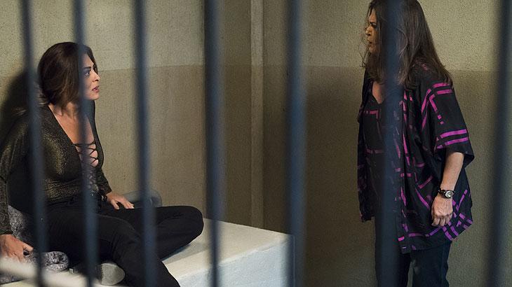 Bibi recebe a visita de Aurora na cadeia