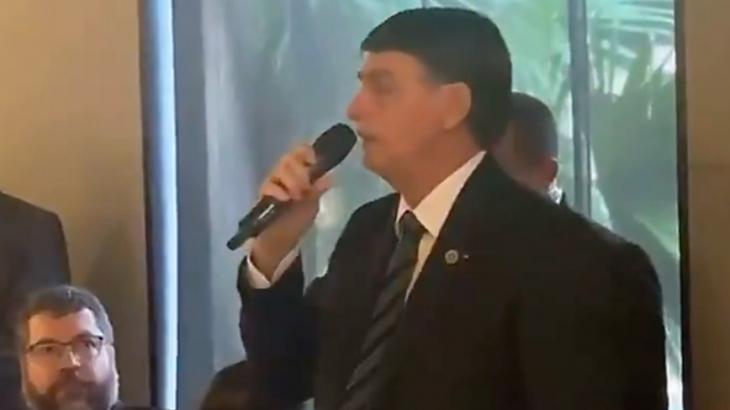 Bolsonaro no microfone