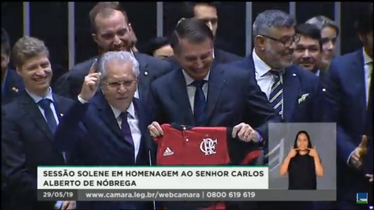 Carlos Alberto de Nóbrega recebe homenagem do Congresso com a presença de Jair Bolsonaro. Foto: Reprodução