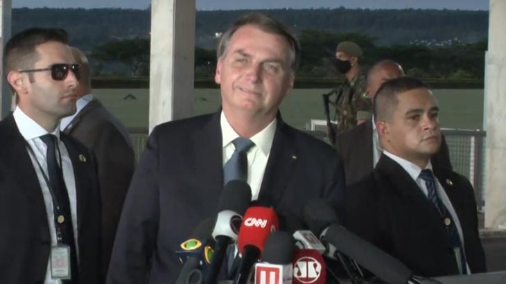 O presidente Jair Bolsonaro ataca a Globo durante entrevista em Brasília