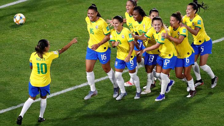 Marta marcou o único gol que rendeu a classificação do Brasil na Copa do Mundo