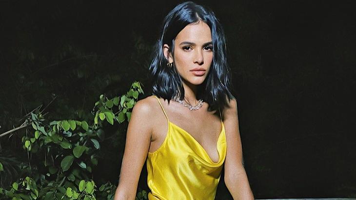 Bruna Marquezine posando pra foto