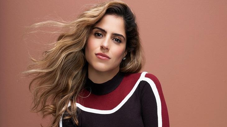 Filha de Zezé Di Camargo fala sobre maternidade e planeja volta aos palcos