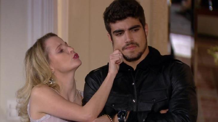 Maria Helena Chira e Caio Castro em cena da novela Ti Ti Ti, em reprise na Globo