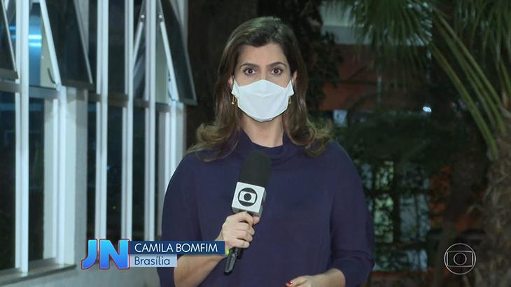 A repórter Camila Bomfim no Jornal Nacional