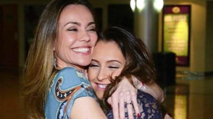 Flavia Monteiro e Carla Diaz posam juntas