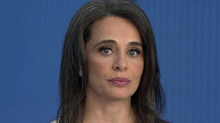 "Carla Vilhena se ausenta da CNN Brasil com morte do pai: ""Recolhida na dor"""