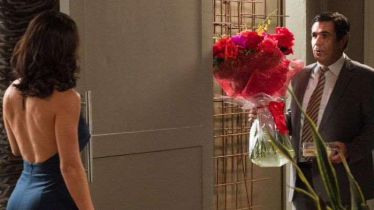 Hugo surpreende Carolina com pedido de casamento em Totalmente Demais - Reprodução/TV Globo