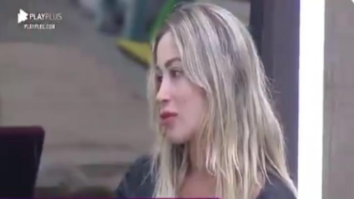 Carol Narizinho participa de reunião com peões para discutir punições. Reprodução PlayPlus