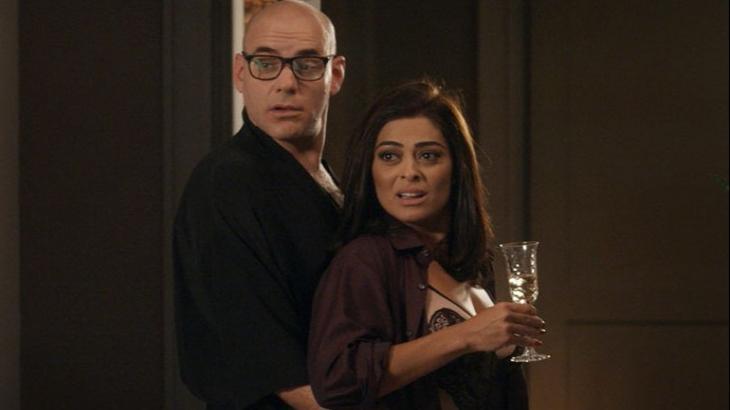 Totalmente Demais: Pietro vai para a cama com Carolina e é flagrado por Arthur