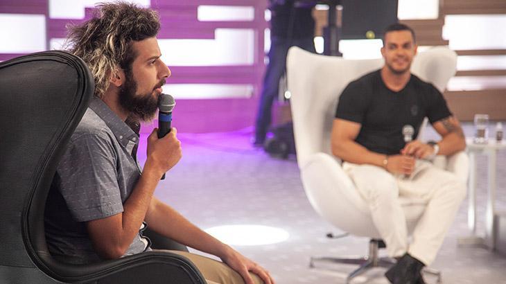 Lucas Strabko, o Cartolouco, e Caique Aguiar, finalista de A Fazenda 10, no Hora do Faro