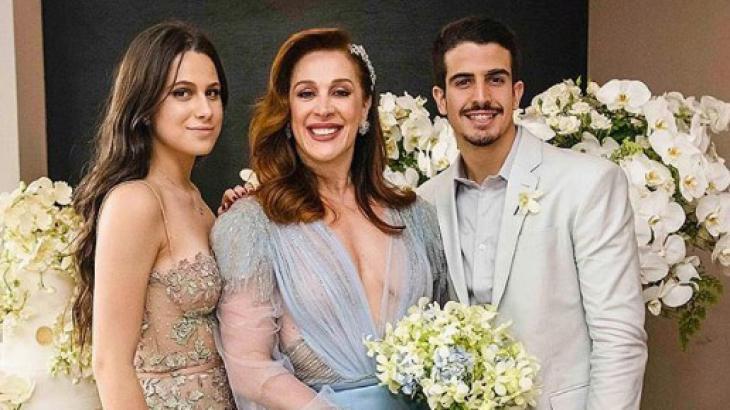 Cláudia Raia ao lados dos filhos Enzo e Sophia - Foto: Reprodução