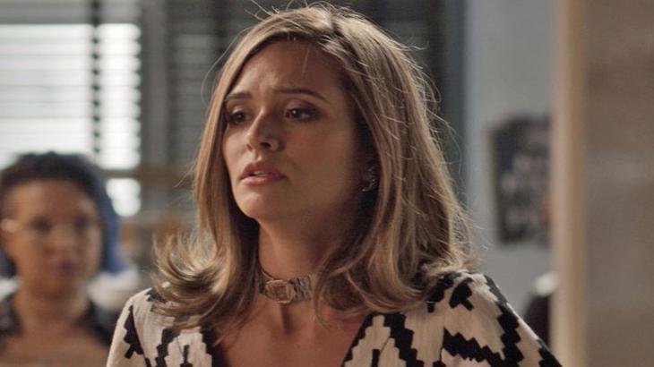 Cassandra bate o pé e dispensa Grazi Massafera em Totalmente Demais - Reprodução/TV Globo