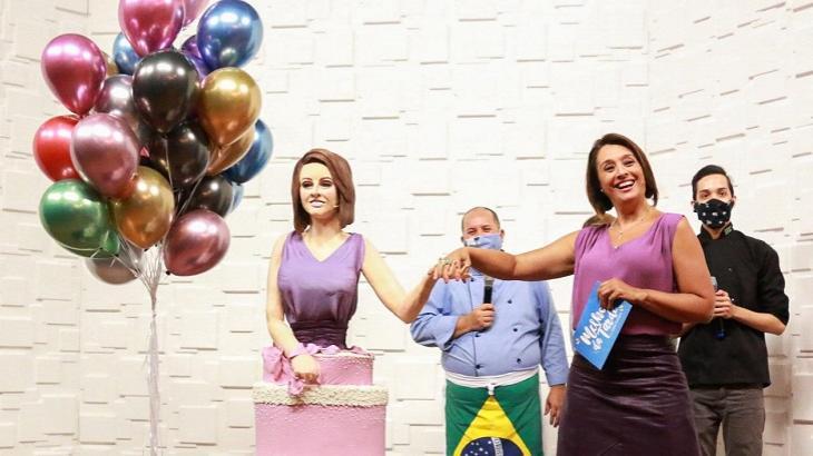 Cátia Fonseca ao lado do seu bolo de aniversário