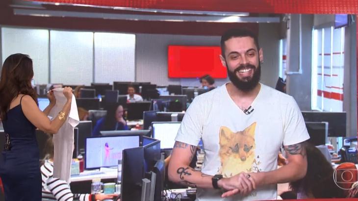 """Cauê Fabiano é promovido na Globo, se despede do """"Encontro"""" e ganha presente de Fátima"""