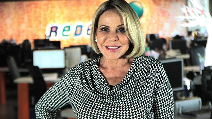 Claudete Troiano na redação da RedeTV!