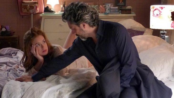 Comendador José Alfredo na cama com Maria Isis