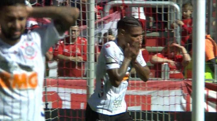 Jogadores do Corinthians lamentam gol perdido - Foto: Reprodução/PFC