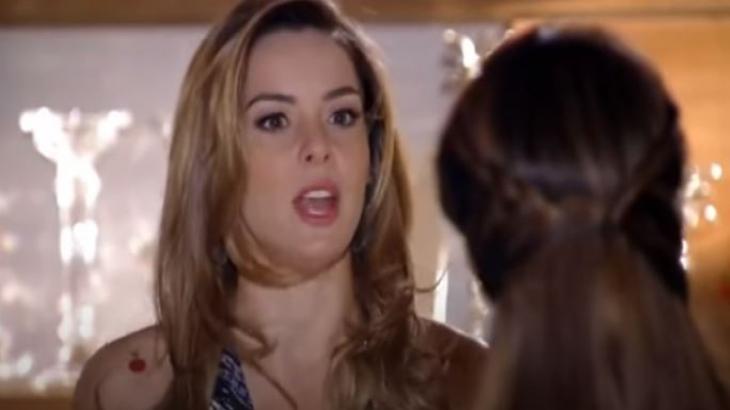 Cris está na mansão de Jonas e conversa com Lorena