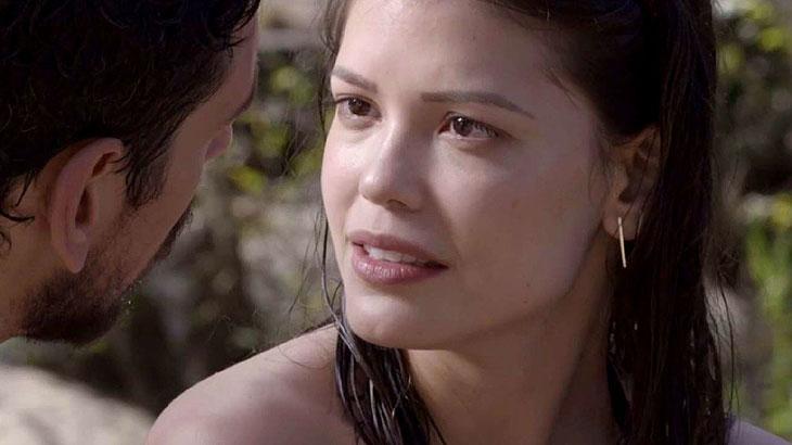 Cris se choca ao saber que Alain vai entrar na mansão de Julia Castelo